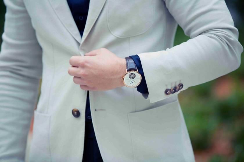 Почему не следует застёгивать нижнюю пуговицу пиджака