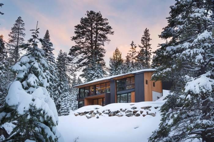 Загородный дом в живописном уголке среди гор